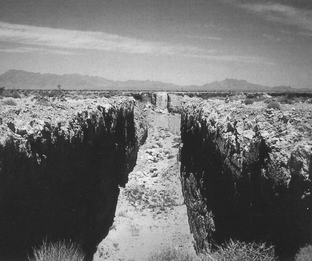 "Le Land Art oeuvre de Michael Heizer ""Double Negative"""